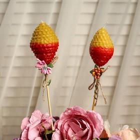 """Свеча из вощины """"Яйцо"""" на палочке, медово- красная, с декором"""
