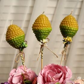 """Свеча из вощины """"Яйцо"""" на палочке, медово- зелёная, с декором"""