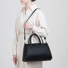 Сумка женская, отдел на молнии, наружный карман, длинный ремень, цвет чёрный - фото 651991