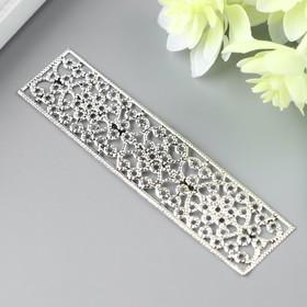 A decorative element, color silver