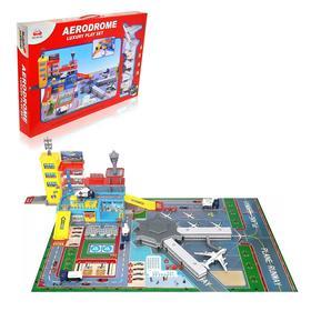 Парковка «Аэропорт», с 4 металлическими машинами и самолётом