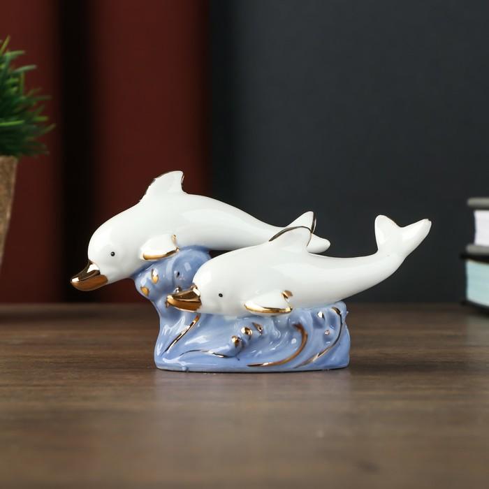 "Сувенир керамика ""Два белых дельфина на голубых волнах"" 8,5х6х11 см"