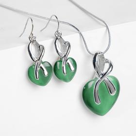 """Гарнитур 2 предмета серьги, кулон """"Подарок"""" сердце в сплетении, цвет зелёный в серебре"""