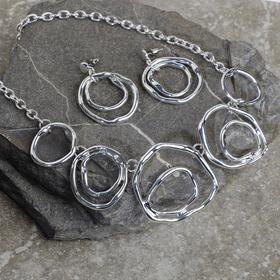 """Набор 2 предмета: серьги, колье """"Эзотерика"""" мятые круги, цвет серебро"""