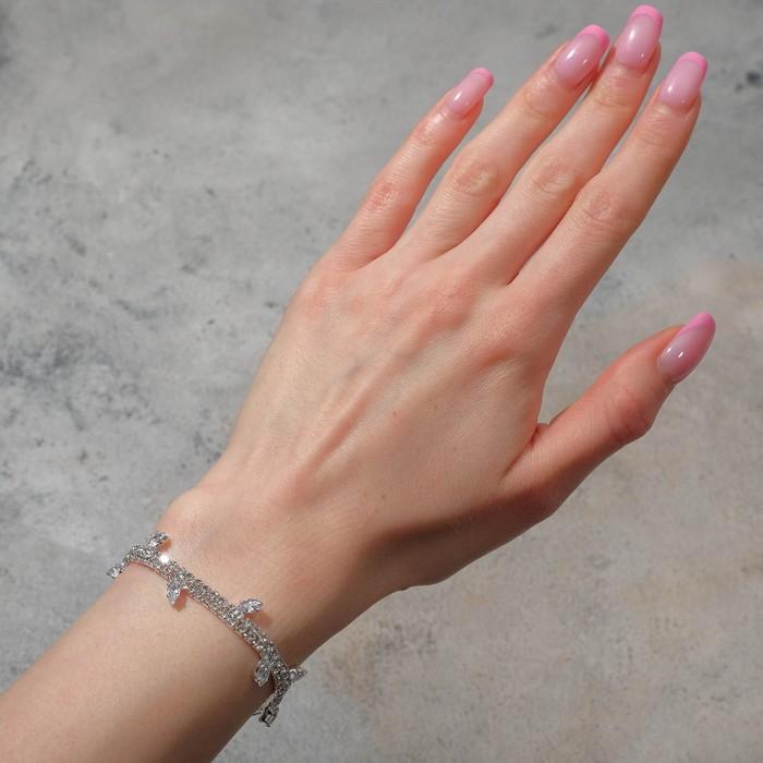 """Браслет со стразами """"Амелия"""" лепестки на толстой нити, цвет белый в серебре, 23см - фото 490912"""