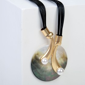 "Pendant on a string ""Magic"" of the pearl with the shell, 50cm, color white and brown in gold"