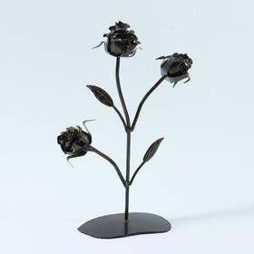 Роза с тремя бутонами на подставке