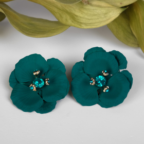 "Earrings with rhinestones ""Flower"" trehlistnik, green gold"