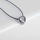 """Кулон на шнурке """"Чёрная ночь"""" сердечко в обрамлении, цвет белый в серебре, 35см"""