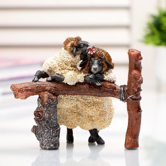 """Сувенир полистоун миниатюра """"Свидание овец"""" 9,5х6х12 см"""