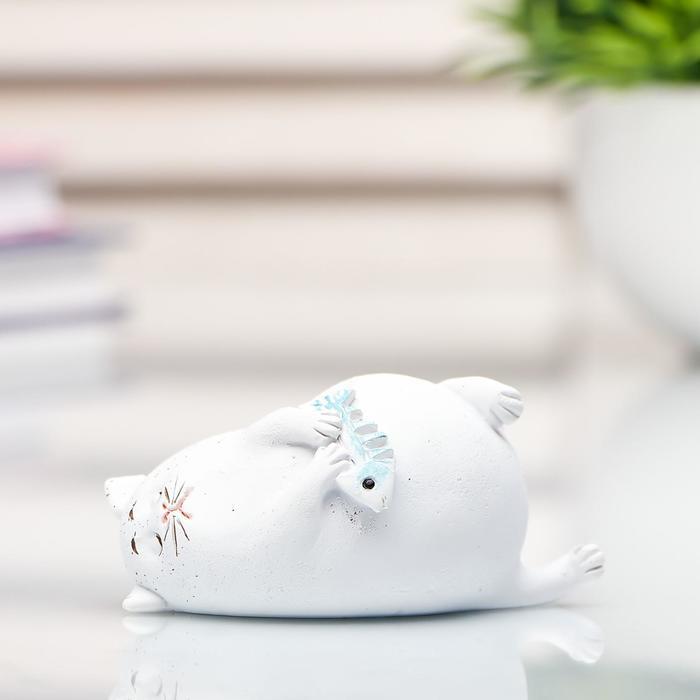 """Сувенир полистоун миниатюра """"Толстый кот с рыбьим скелетом"""" 3,6х7,5х8,7 см"""