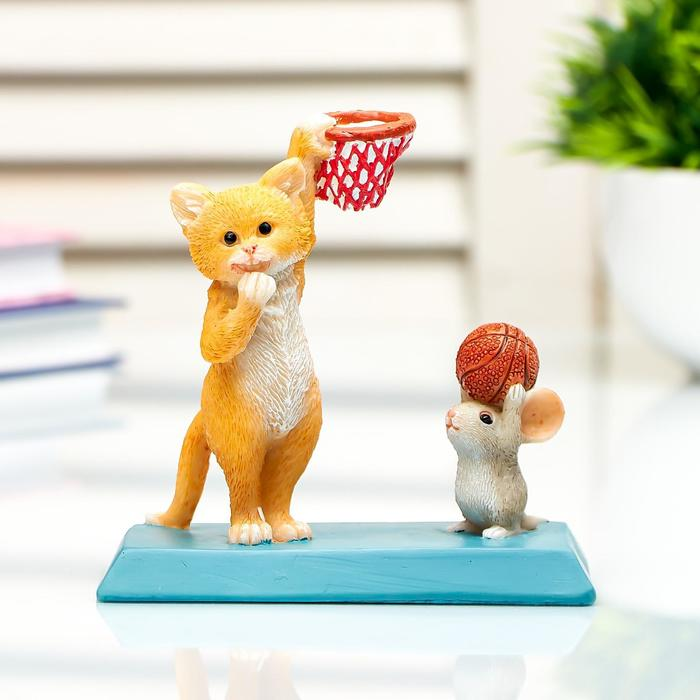 "Сувенир полистоун миниатюра ""Кот и мышка играют в баскетбол"" 10х5,9х10,5 см - фото 492556"