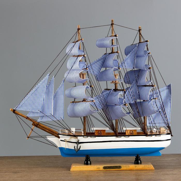 Корабль трехмачтовый сине-белые папруса, 48*10*45см