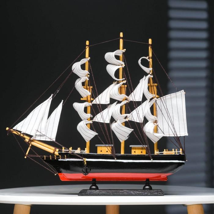 Корабль трехмачтовый с белыми парусами, 40*5,5*33см