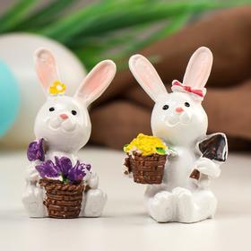 "Сувенир полистоун ""Белый кролик с корзиной цветов"" МИКС 5х3,5х3 см"