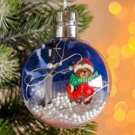 Новогодний шар с деревянной фигуркой и подсветкой «Мишка» 10х10 см