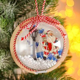 Новогодний шар с деревянной фигуркой и подсветкой «Дед Мороз и фонарь» 12х12 см