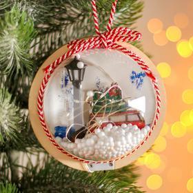 Новогодний шар с деревянной фигуркой и подсветкой «Автомобиль и фонарь» 12х12 см