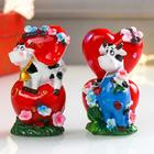 """Souvenir Polyresin """"Cow/Bull in the meadow with hearts"""" MIX 8,7x3,3x5,5 cm"""