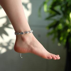 "Anklet ""Shell"" gloss, color silver on white thread"