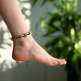 "Anklet ""Shell"" gloss, color gold on a black thread"
