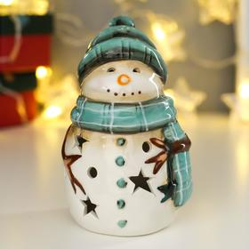 """Сувенир керамика свет """"Снеговик в зелёной вязаной шапке и шарфе"""" 13,5х8х8,3 см"""