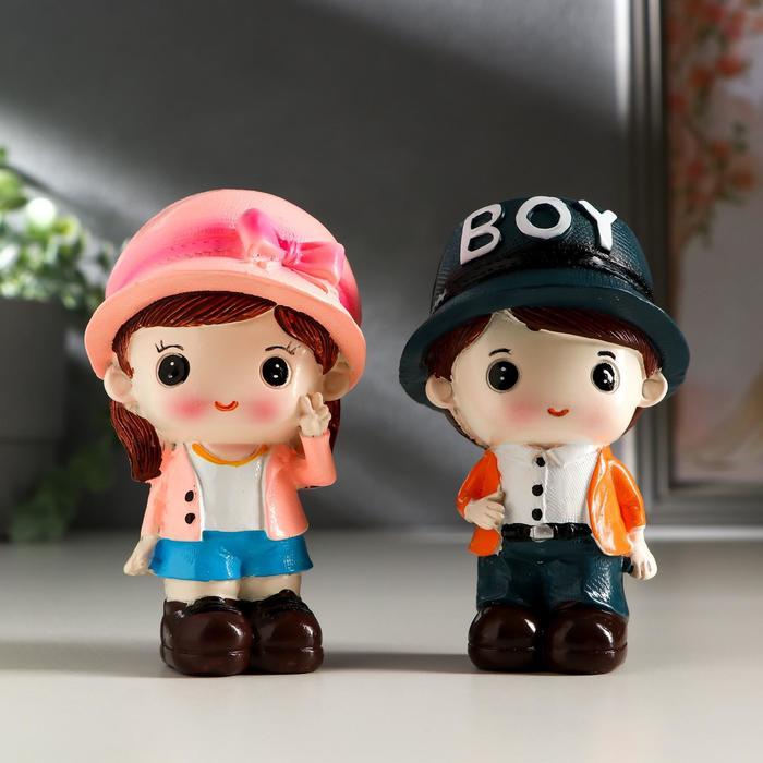 "Сувенир полистоун ""Малыш в кепке/Малышка в шляпке"" набор 2 шт 10х5,8х5,5 см"
