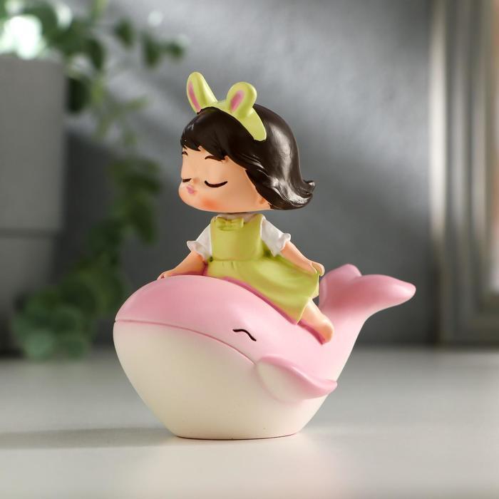 """Сувенир полистоун """"Малышка на розовом дельфине"""" пружинка 8,5х7х5 см"""