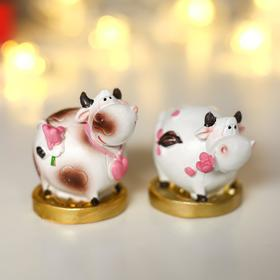 "Souvenir Polyresin ""Cow Lyubava on the Golden coin"" MIX 5,2х4х4,5 cm"