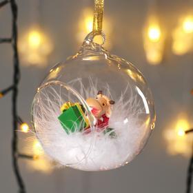 """Сувенир полистоун в шарике """"Бычок в костюме Деда Мороза с подарками"""""""