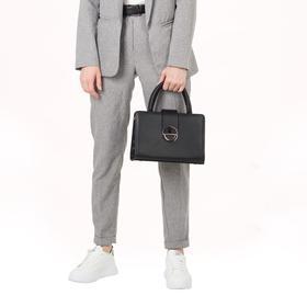 Сумка женская, отдел на молнии, наружный карман, длинный ремень, цвет чёрный - фото 54293
