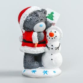 "Сувенир полистоун ""Медвежонок Me to you новогодний в колпаке и шубе со снеговиком"" 4,5 см"