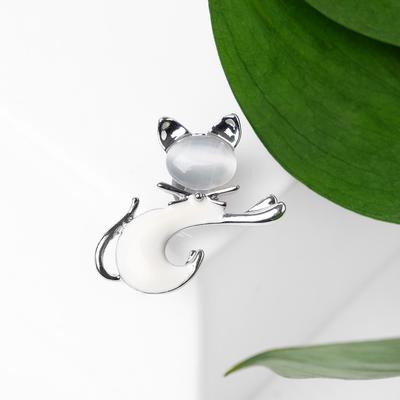 Cat brooch, white-gray in silver