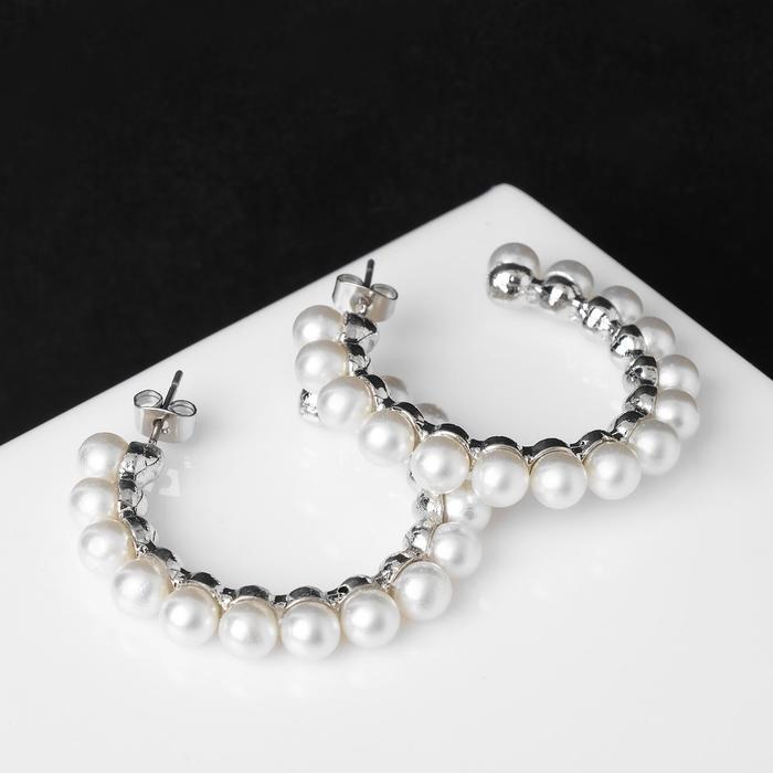 """Серьги-кольца """"Жемчужный ряд"""" d=4,3 см, цвет белый в серебре - фото 496242"""