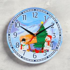 """Часы настенные, серия: Новый год, """"Подарки снеговиков"""", d=24 см, плавный ход"""