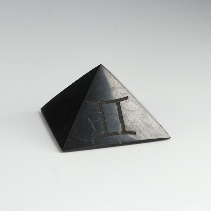 """Пирамида из шунгита """"Близнецы"""", полированная, 5 см"""