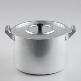 Saucepan 4.5 l with a lid.