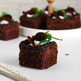 """Муляж пирожное """"Сладкое настроение """" 5х5 см шоколадное ягоды фрукты - фото 7275147"""