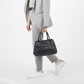 Сумка женская, отдел на молнии, наружный карман, длинный ремень, цвет чёрный - фото 54447