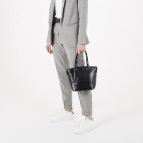 Сумка женская, отдел на молнии, наружный карман, длинный ремень, цвет чёрный - фото 51640
