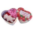 """Набор мыльных лепестков в шкатулке-сердце """"Сладкая клубничка"""": 3 бутона, мыло-медвежонок, полотенце (20х20)"""