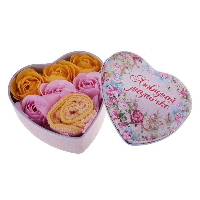 """Набор мыльных лепестков в шкатулке-сердце """"Любимой мамочке"""": 6 бутонов и полотенце (20х20)"""