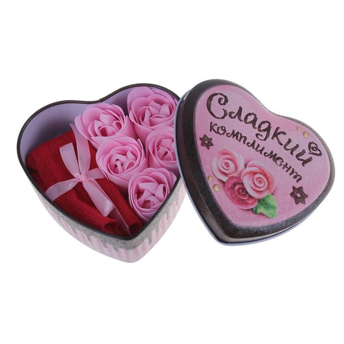 """Набор мыльных лепестков в шкатулке-сердце """"Сладкий комплимент"""": 5 бутонов и полотенце (20х20)"""
