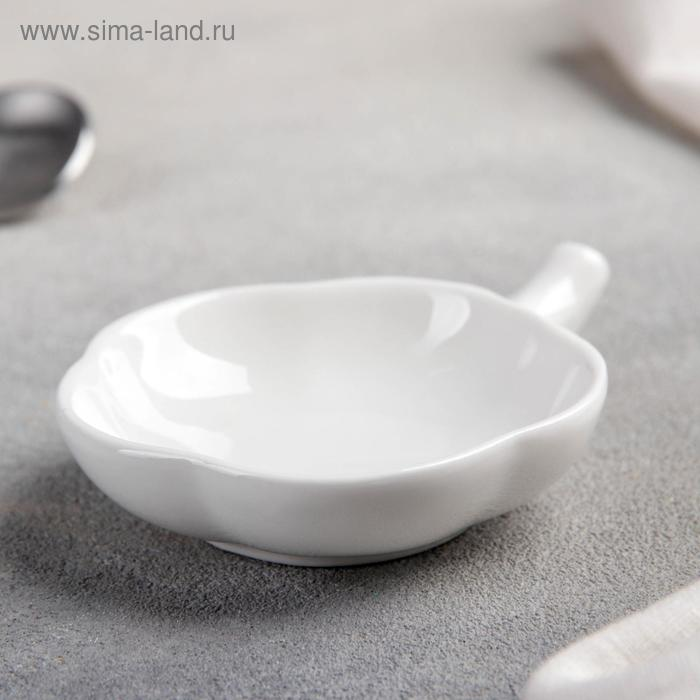 """Saucer with handle """"flower"""" 10, 5x7x2 cm, white color"""