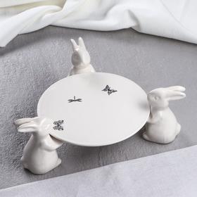 """Подставка для торта """"Зайчики"""" белые, деколь бабочки, микс"""