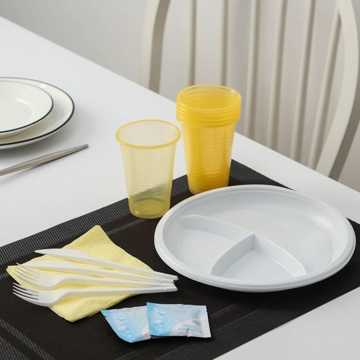 """Набор одноразовой посуды """"Праздник"""": 6 вилок, 6 ножей, 6 стаканов 200 мл, 6 тарелок по 3 секции, 6 салфеток, цвет МИКС"""