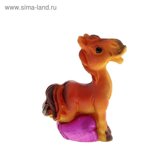 Полистоун коняшка с перламутровыми сердечками 4,2*2,7*2 см