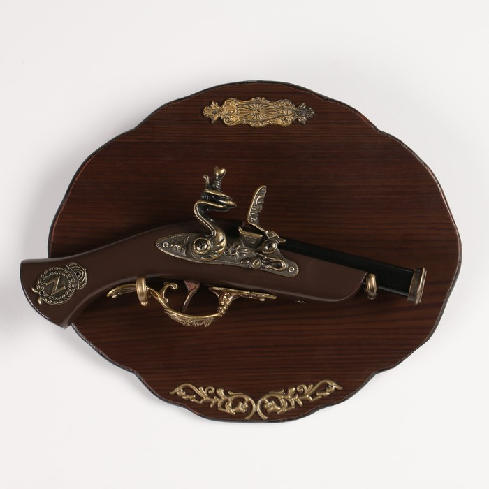 Сувенирное оружие на планшете «Мушкетон» с резными элементами, на рукоятке — знак «север»