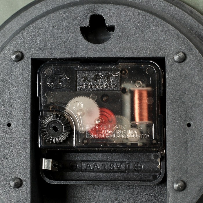 """Часы настенные квадратные """"Наложение"""", 25 × 25 см, объёмный золотистый узор на бордовой раме"""
