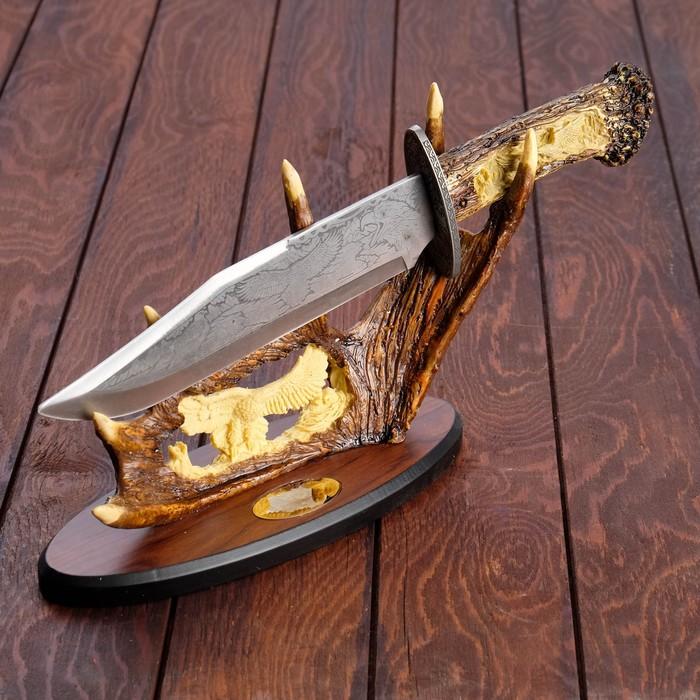 Сувенирное изделие на подставке, нож с орлом на лосинных рогах 35 см металл,полист,дерево